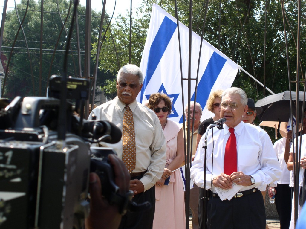 Ben-Kinchlow-Earl-Cox-and-other-Israel-Always-volunteers-at-Press-Conference-promoting-support-for-Israel-016-1024x766