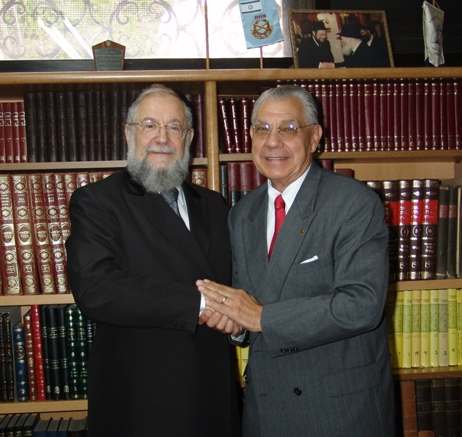 Building-bridges-of-friendship-Rabbi-Lau-Chief-Rabbi-of-Tel-Aviv-formerly-the-Chief-Rabbi-of-Israel-with-Earl-Cox-in-the-Rabbi-Laus-home