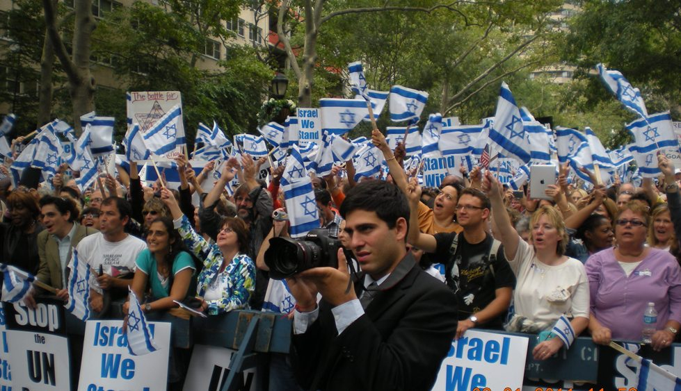 Crowd-Photo-of-Earl-Cox-Speaking-at-the-Support-Israel-Rally-in-NYC-during-Palestinian-Statehood-Vote-at-the-UN-in-2012