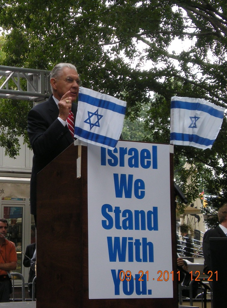 Earl-Cox-Speaking-at-the-Support-Israel-Rally-in-NYC-during-Palestinian-Statehood-Vote-at-the-UN-in-2012-755x1024