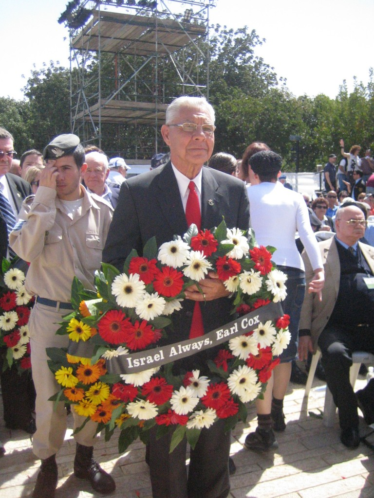 Israel-Always-represented-by-Earl-Cox-laying-a-wreath-at-Yad-Vashem-in-memory-of-those-who-perished-in-the-Holocaust-768x1024