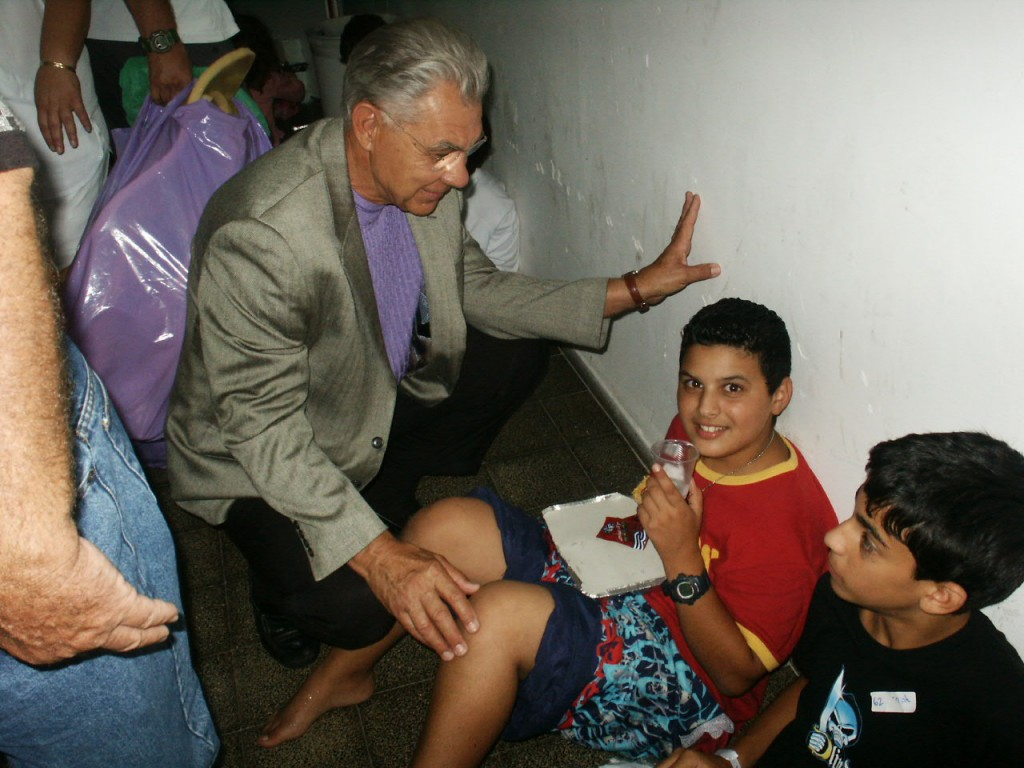 July-06-Earl-visits-children-in-bomb-shelter-1024x768
